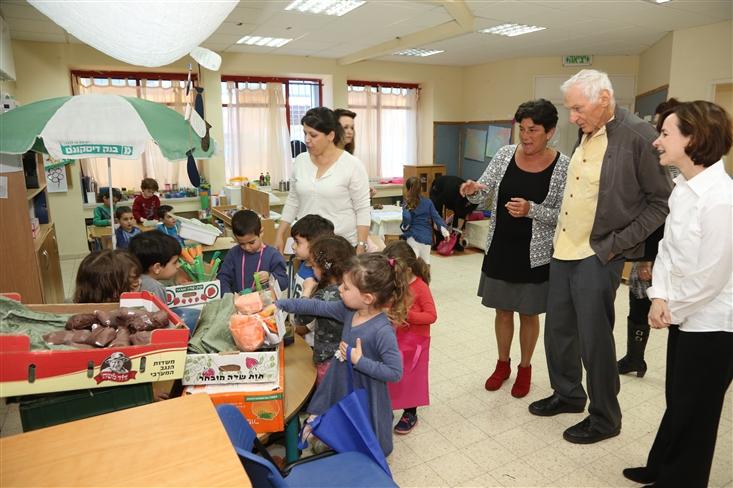 In the market of Gan Aye Pluto in Rishon Letzion - hosting the founder of Sifriyat Pijama Harold Grinspoon