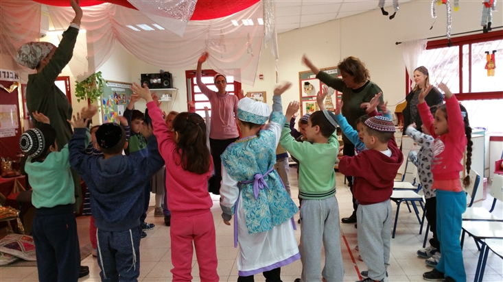 Acting out The Bridge Tale in Gan Dolev in Shoham
