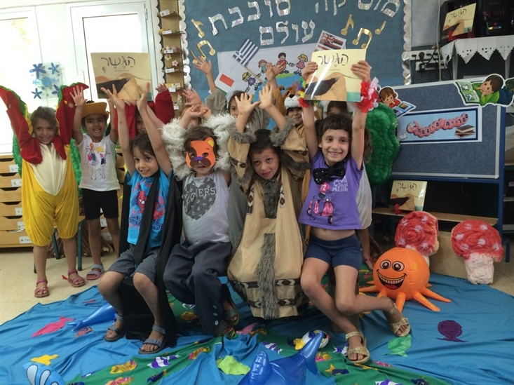 Acting out The Bridge in Gan Rotem in Karkur