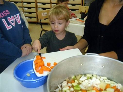Preparing soup in Gan Gurim in Or-Akiva, following Grandpa Made Soup