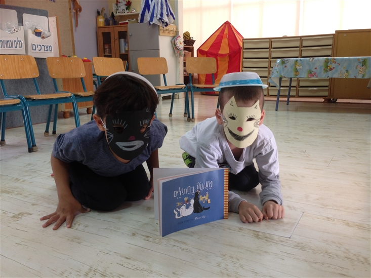 2 boys from Gan Sigaliyot in Petach-Tikva dressed as cats, following activity on A Tale of Two Cats