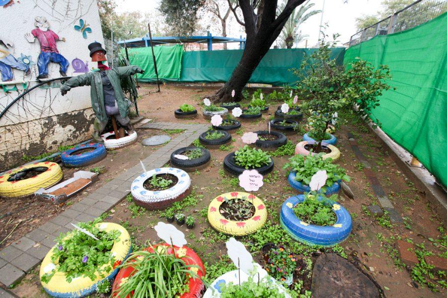 Gan Pashosh and Gan Efroni made an herb garden following Abba Tree