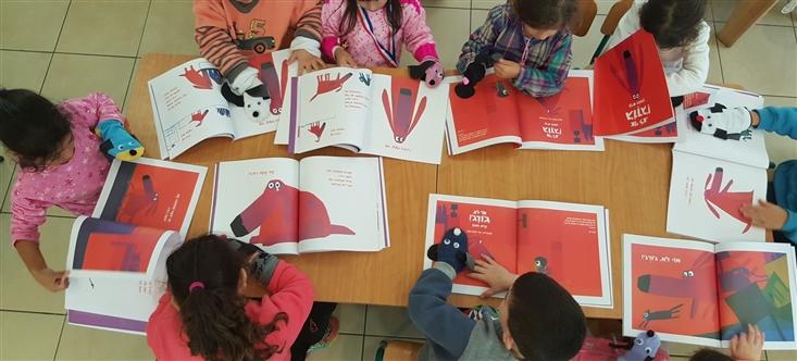 The children in Gan Snir in Be'er Sheva made George puppets from socks