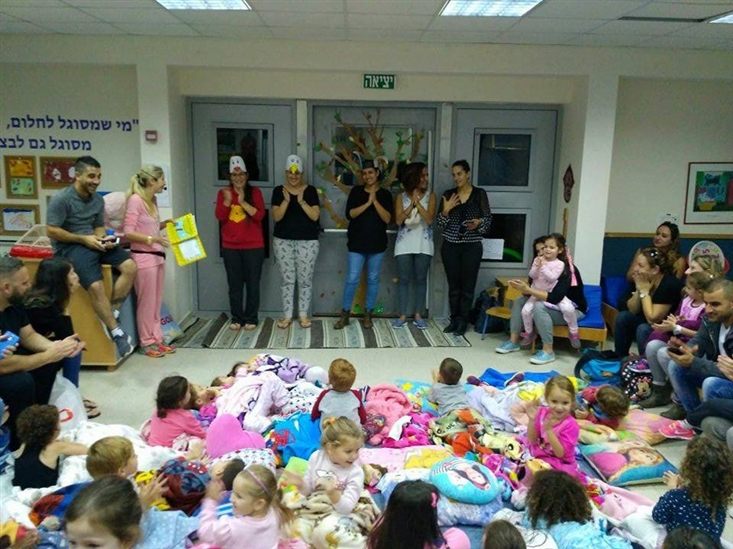 Pajama party in gan! The parents played out The Mouse and The Apple
