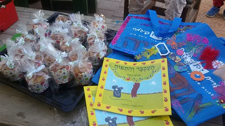 Activity following The Apple and the Mouse, in Gan Bazelet in Moshav Sha'al